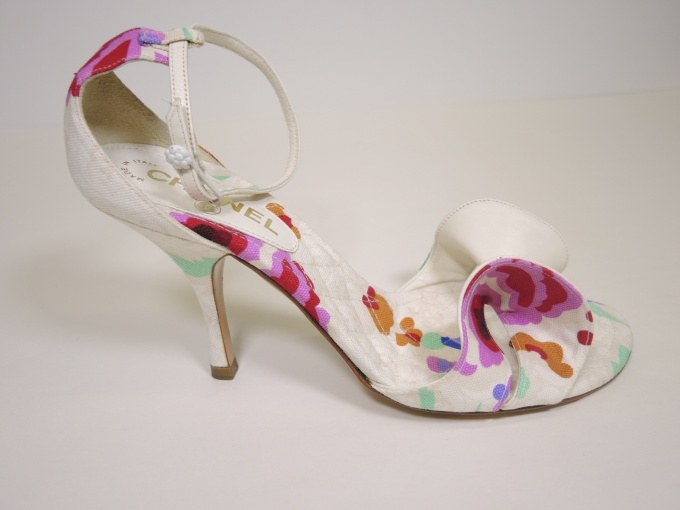 37c405eb712f These 3 1 2″ heels are brand new waiting to compliment all your summer  dresses. Sold with protective dustbag. French size 38 1 2